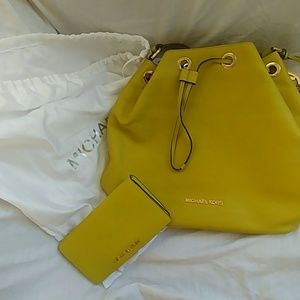 NWT MK Lime Green Bucket w/ matching wallet